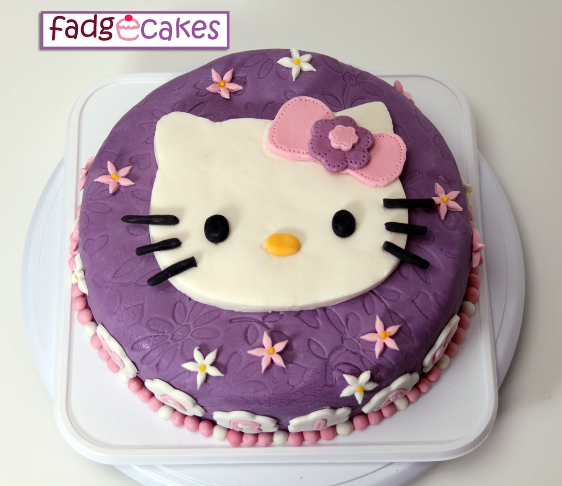 fadgecakes: Hello Kitty Purple Cake