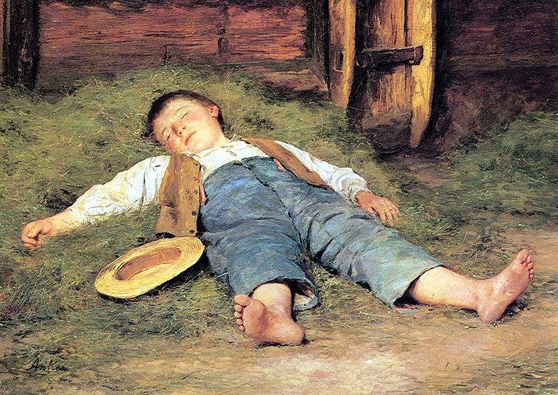 Bimbo che dorme nel fienile
