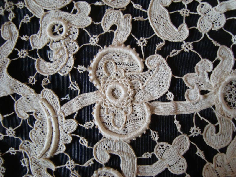 lace detail  17th century