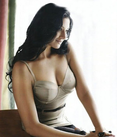 "VIMALA RAMAN HOT ""BOOBS"" SHOW"