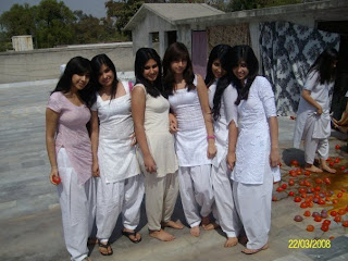 Pakistani college girls images