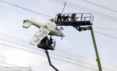 Equipo de rescate trabajando en las alturas