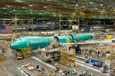 El primer fuselaje del 747-8F va tomando forma