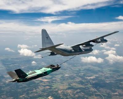 El F-35B realiza con éxito el primer reabastecimiento aéreo mediante el sistema Probe and Drogue