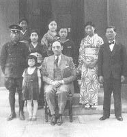 Ministro Rivera Schreiber con personal de la legación peruana Foto: ANDINA/archivo