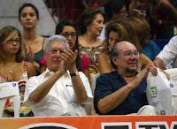El escritor peruano Mario Vargas Llosa y el ministro de Cultura, Juan Ossio. Foto: ANDINA / Rubén Grández/Archivo