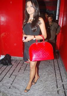 HOT Trisha - Tamilposters.com