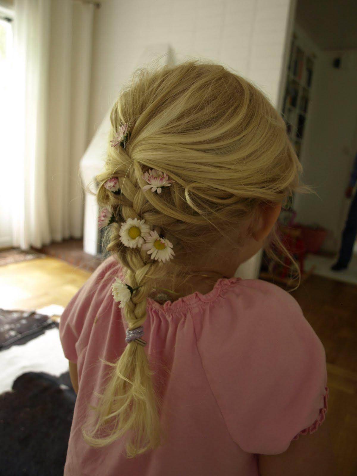 blommor att ha i håret