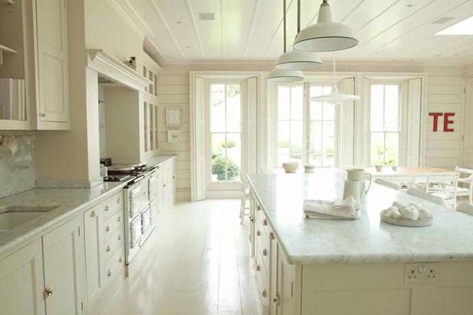glimpse of style not so plain plain english. Black Bedroom Furniture Sets. Home Design Ideas