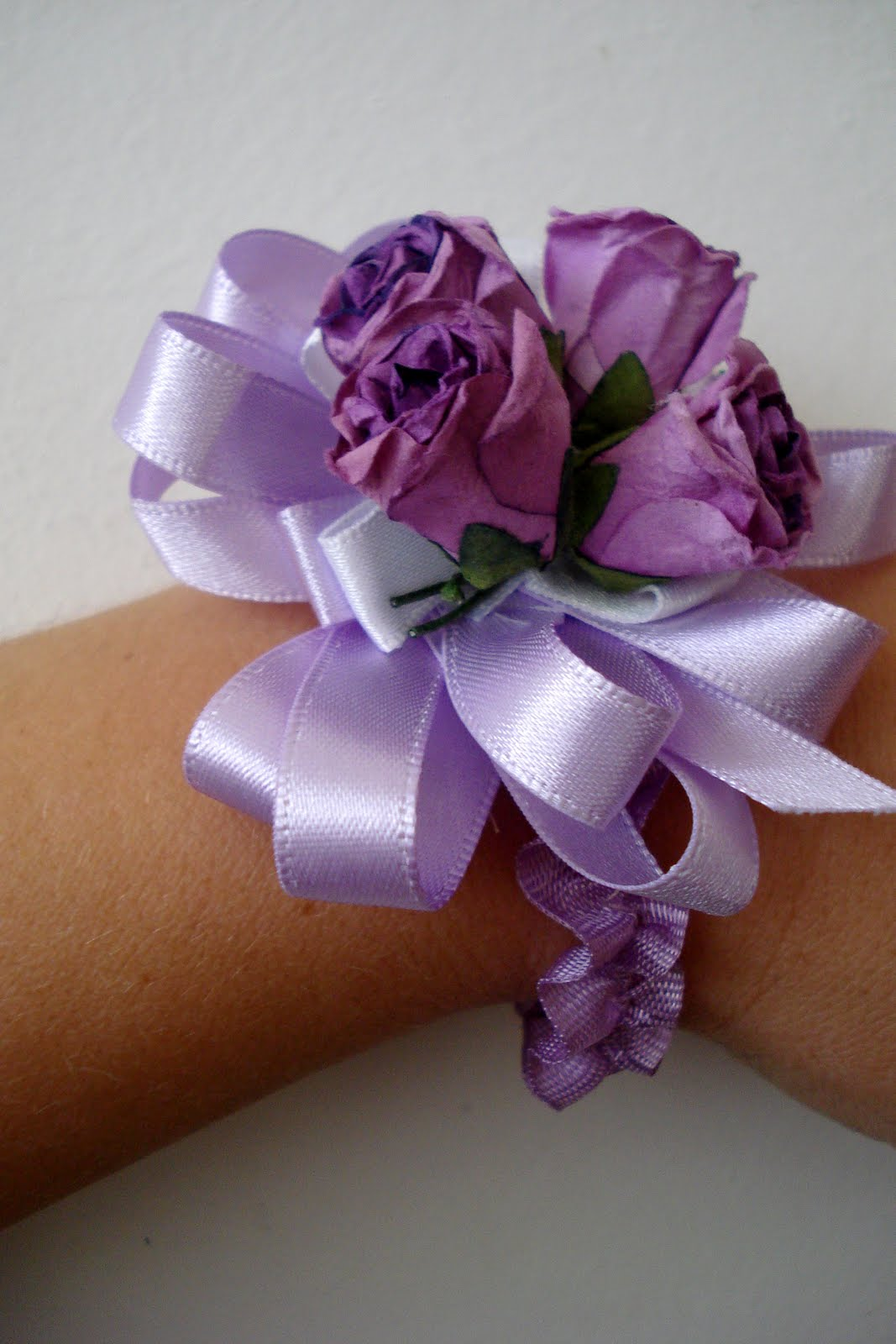 Little Treasures: Wrist corsage tutorial