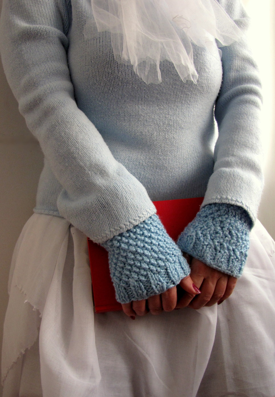 Wrist Warmers Knitting Pattern : Little Treasures: Moss stitch blue knit wrist warmers