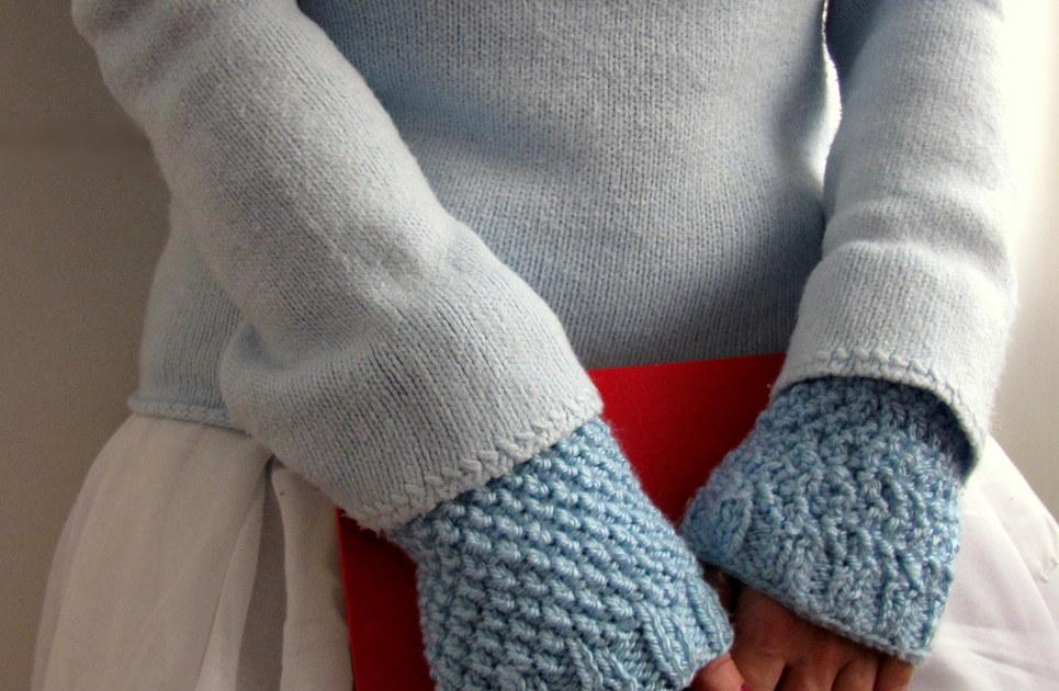 Moss stitch blue knit wrist warmers