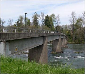 Autzen Bridge 4.13.08