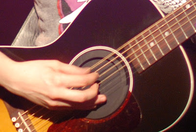 Tegan Quin of Tegan and Sara - fingers on guitar close-up