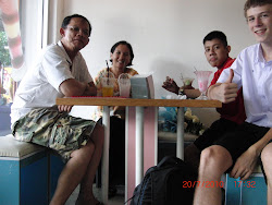 Family at Ice-creamshop