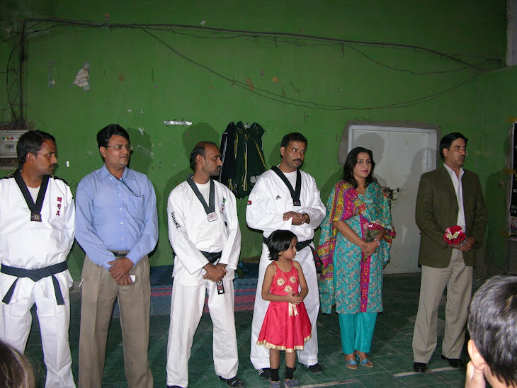 Academy ke instructor with Chief Guest  LT.Col Saleem Taqi & Madam Majeeda Hameed