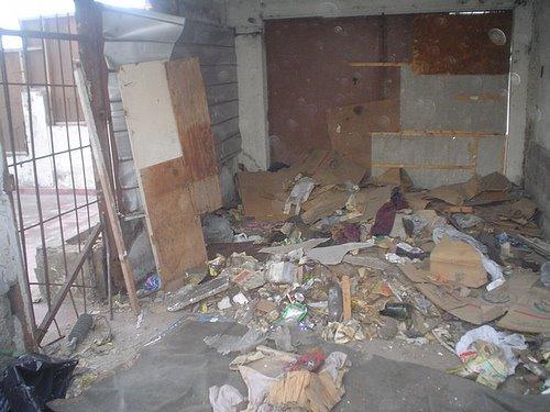 limpieza de la casa abandonada