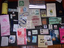 objetos encontrados en la billetera o mochila.