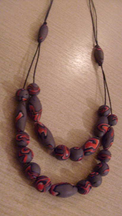 ogrlica sivo-srvena