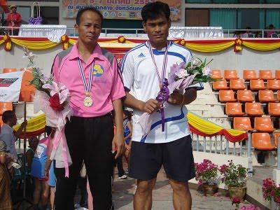 ครูวอเข้าร่วมการแข่งขันกรีฑาสูงอายุชิงชนะเลิศแห่งประเทศไทยครั้งที่ 15 และชนะเลิศประเภทเขย่งก้าวฯ