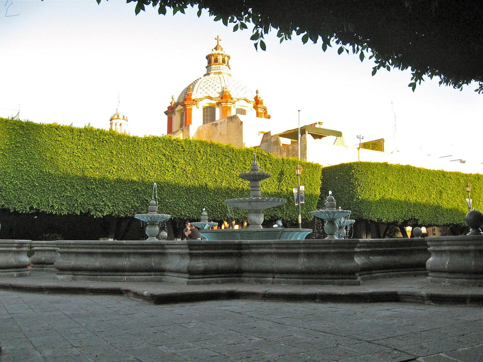Jubilados in mexico las fuentes de queretaro for Jardin guerrero queretaro