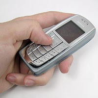 http://4.bp.blogspot.com/_CO76CP5pAf8/TOuaj0PLZXI/AAAAAAAAAj8/wRtqTyO_zmY/s1600/handphone.jpg