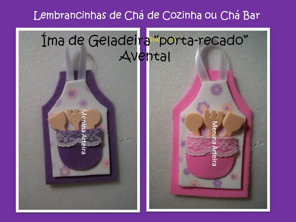 de geladeira: mini-avental com detalhes em rendinha; feito em EVA