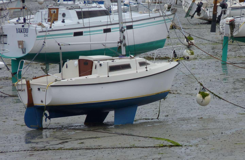 Twin keel sailboat design