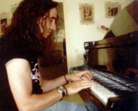 [JULIAN+CON+EL+PIANO.jpg]