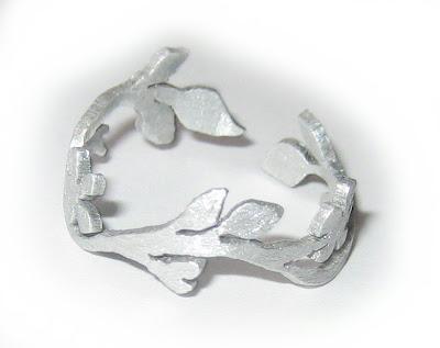 saw pierced ring