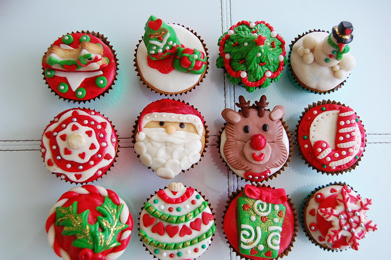 Novelty Christmas Cakes Decorating Ideas