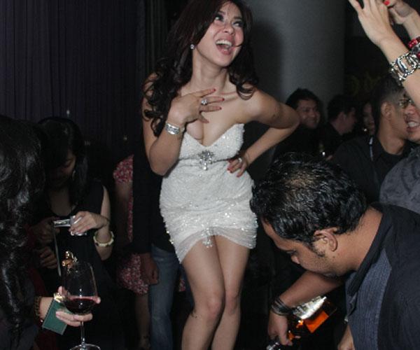 Foto Hot Syahrini Telanjang
