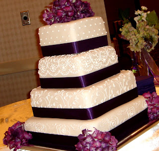 how to cut a wedding cake with ribbon