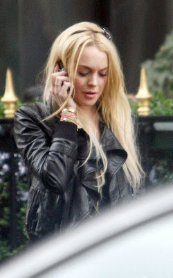 Lindsay Lohan Smoking Photos on street