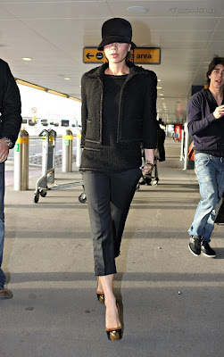 Victoria Beckham Leaves the Berkeley Hotel in London, Victoria Beckham Leaves the Berkeley Hotel in London pics, Victoria Beckham Leaves the Berkeley Hotel in London photo, Victoria Beckham Leaves the Berkeley Hotel in London picture, Victoria Beckham Leaves the Berkeley Hotel in London sexy pics, Victoria Beckham Leaves the Berkeley Hotel in London sexy photo, Victoria Beckham Leaves the Berkeley Hotel in London sexy picture