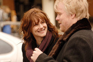 Laura Linney y Philip Seymour Hoffman en La familia Savages