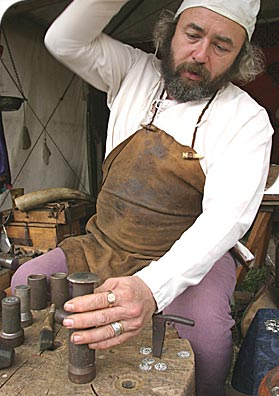 ما هي اقدم عمله في العالم ؟ Picture+1