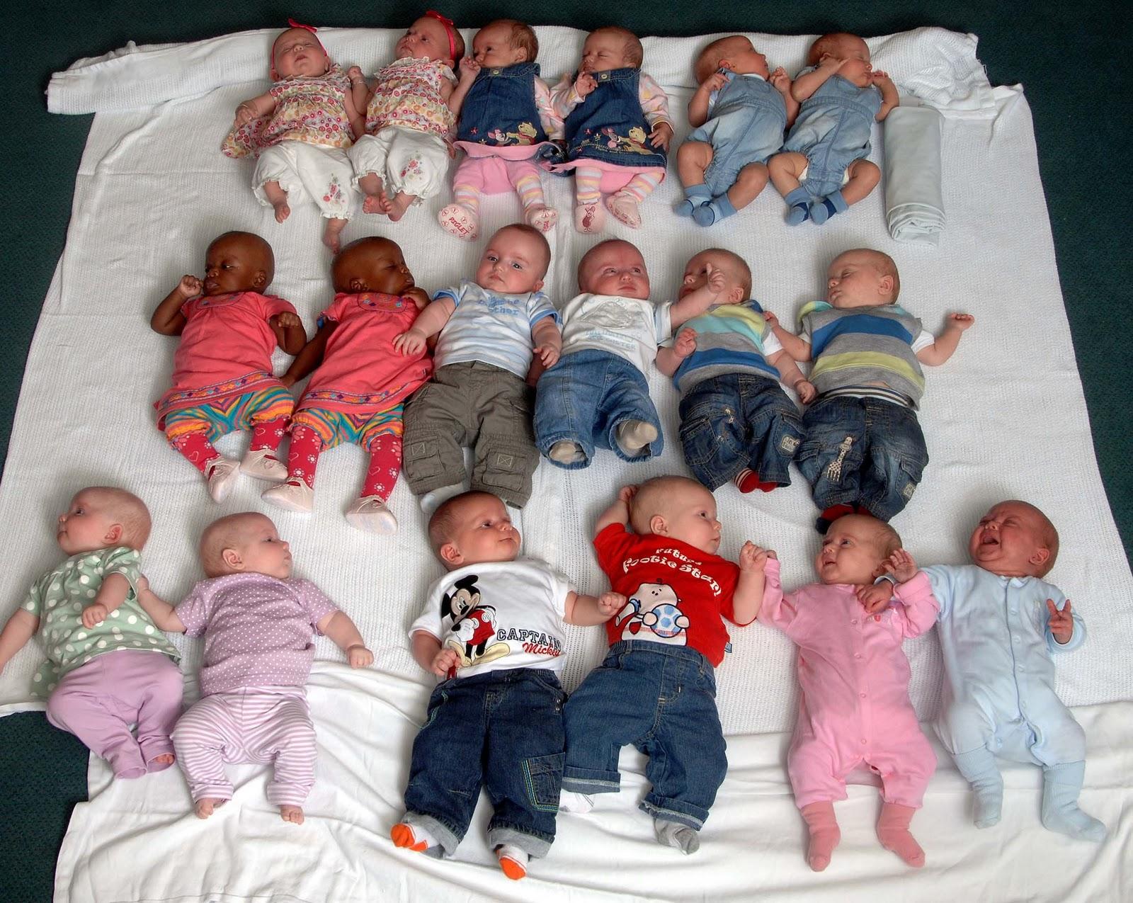 http://4.bp.blogspot.com/_Cgu1cdJD5ng/TMDzuqy5niI/AAAAAAAAAbY/Al--Wd5aXWI/s1600/Twin-Babies_on_mat.jpg