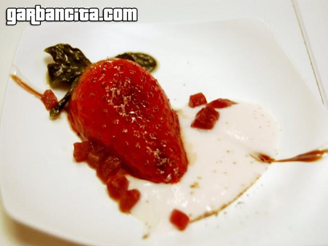 Fresa asada con petitsuise y pimienta