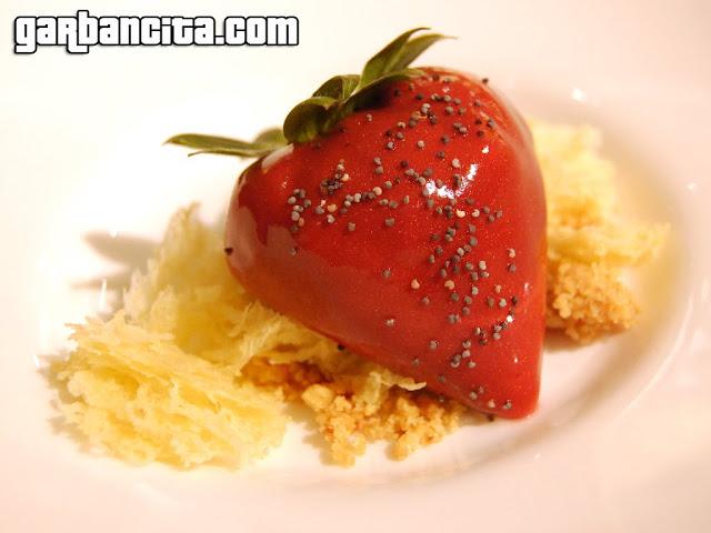 Fresa con mascarpone, amapola y azahar