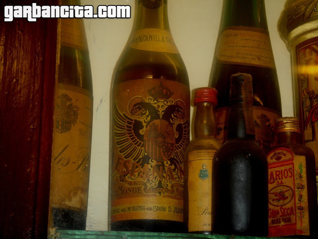 Botellas antiguas del Bar La Barra