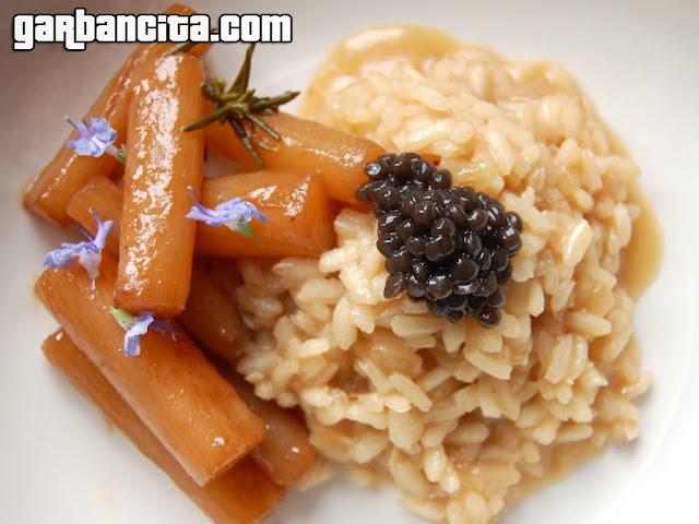 Risotto de ajo asado, salsifíes glaseados al romero y caviar de trufa