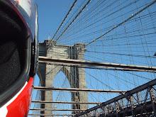 Puente de Brooklyn en moto
