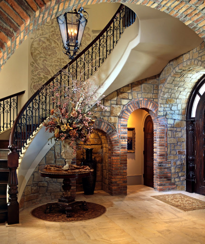 Tuscan Curved Stairway title=