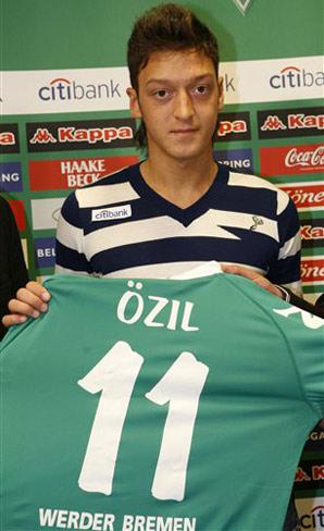 صور اللاعب اوزيل ريال مدريد 2011