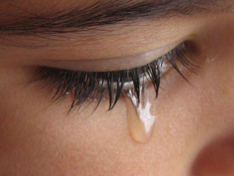 http://4.bp.blogspot.com/_Cle4rzBmeaY/TRhOeTBhiEI/AAAAAAAAADs/d2ixhwXly88/s1600/wanita_menangis.jpg