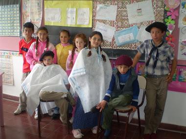 Alumnos de las Escuelas Nº19,25 y 27 desarrollando las propuestas de actividades sobre la Tradición