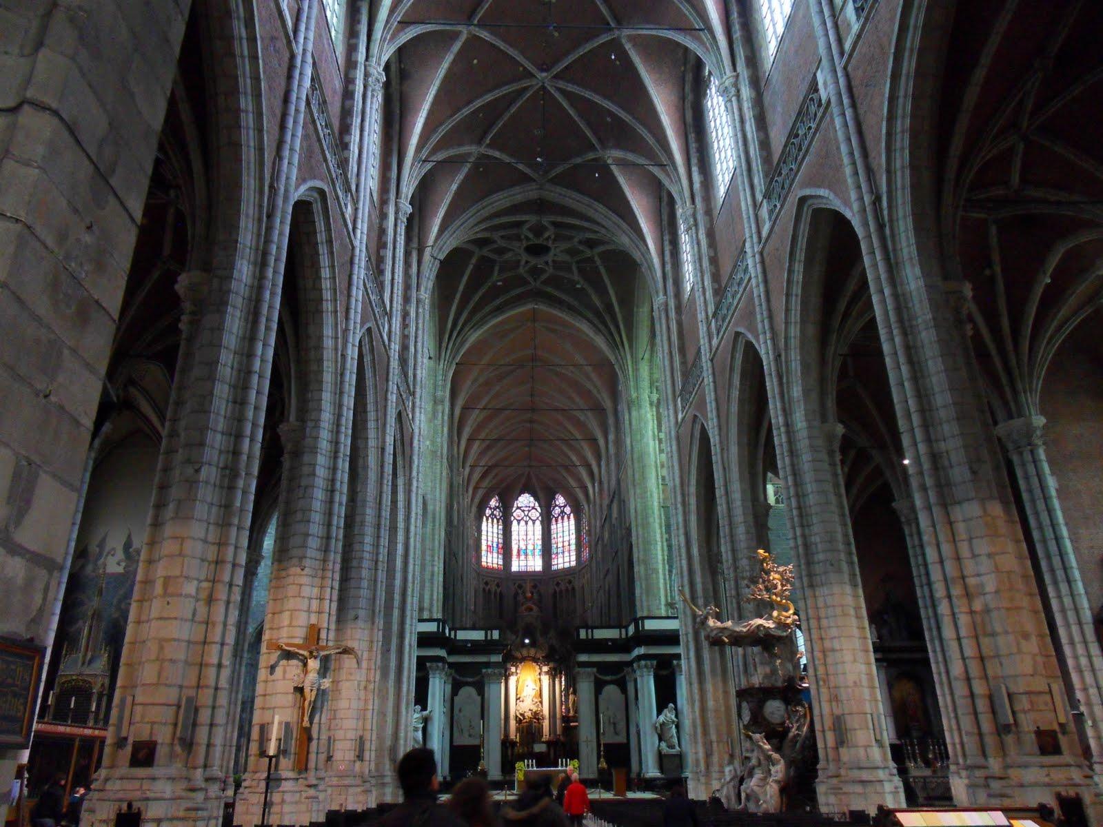 romanesque architecture versus gothic architecture essay