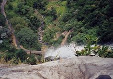 Haputale-Ratnapura Road at Diyaluma Falls