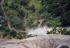 Haputale-Ratnapura Road at Diyaluma Falls